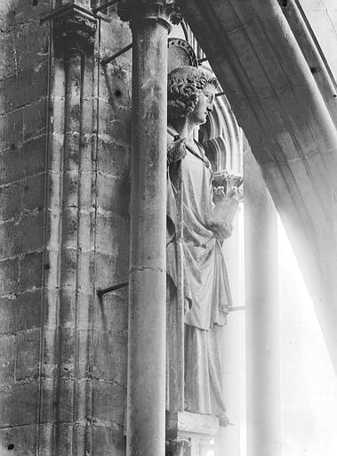 Cathédrale Notre-Dame Statue d'un saint, contrefort, tour nord, Lajoie, Abel,