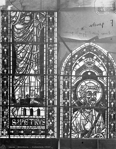 Cathédrale Saint-Etienne Vitrail : saint Pierre, Leprévost (photographe),
