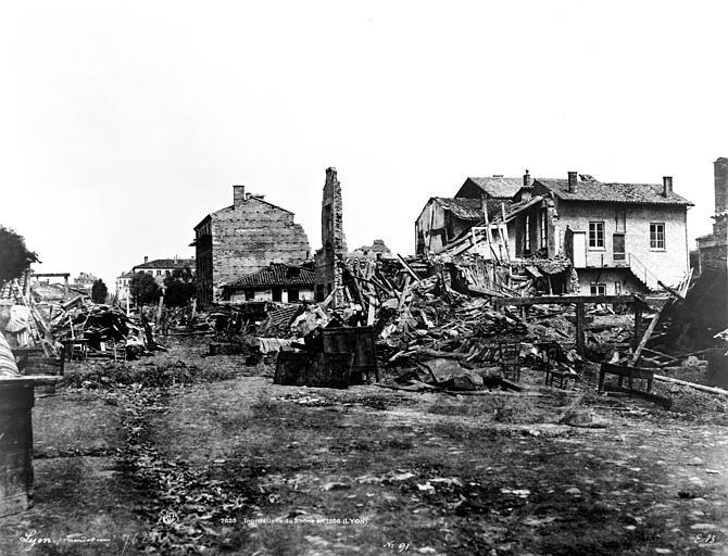 Maisons (ruines) Vue des quartiers des Brotteaux, Baldus, Edouard (photographe),