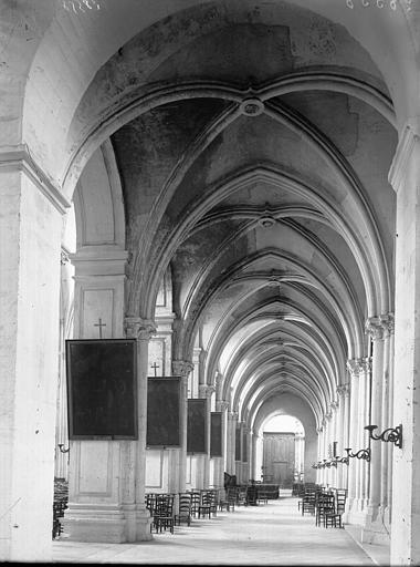Cathédrale Notre-Dame-de-l'Assomption Bas-côté nord vers l'entrée, Enlart, Camille (historien),