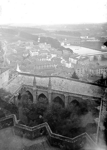Cloître Saint-Nazaire Vue plongeante depuis la cathédrale, Enlart, Camille (historien),