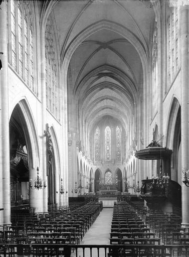 Eglise Saint-Germain-l'Auxerrois Nef, vue de l'entrée, Durand, Eugène (photographe),