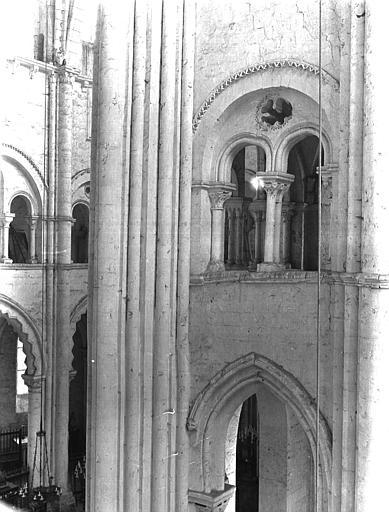 Eglise abbatiale Triforium, Chaine, Henri (architecte),