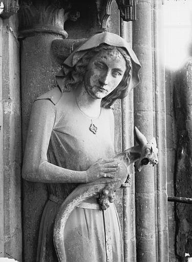 Cathédrale Notre-Dame Bras nord du transept, statue d'Eve, buste, Lajoie, Abel,