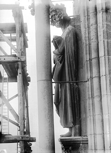 Cathédrale Notre-Dame Statue de roi dit Charlemagne, Lajoie, Abel,