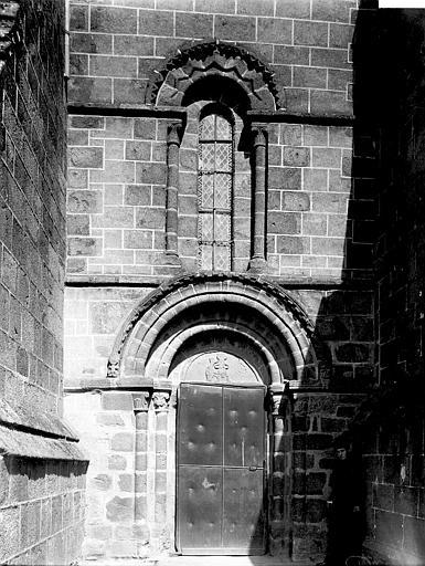 Eglise Portail et fenêtre ouest, Enlart, Camille (historien),