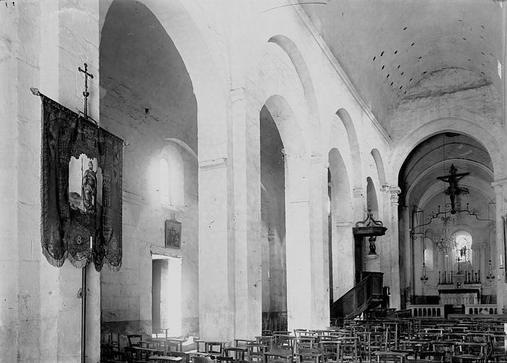 Eglise Saint-Julien Nef vue de l'entrée, Enlart, Camille (historien),