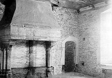 Château Cheminée, Enlart, Camille (historien),
