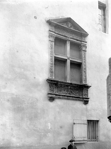 Fenêtre, Enlart, Camille (historien),