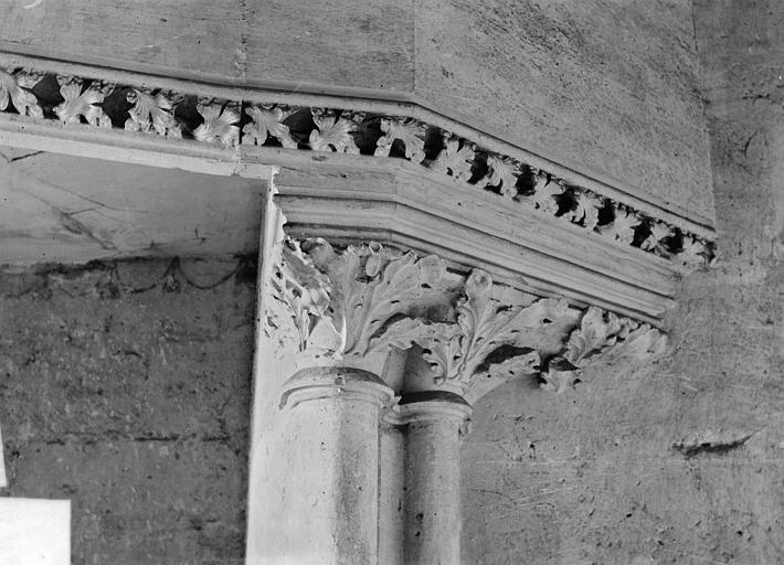 Château Donjon : Détail de cheminée, Vorin,