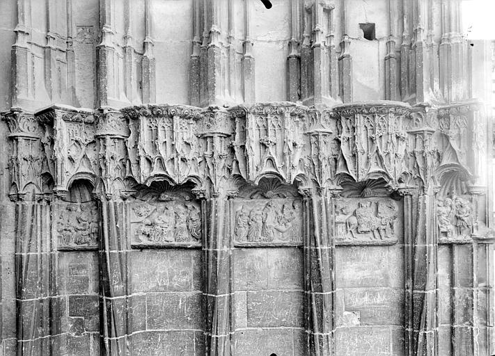 Cathédrale Saint-Etienne Façade ouest : dais et bas-reliefs du soubassement, Doucet ; Baudet (photographe),