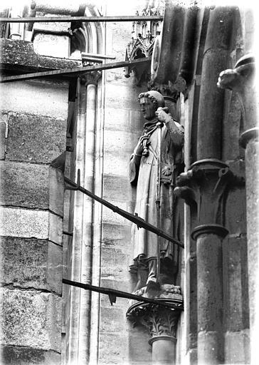 Cathédrale Notre-Dame Statue au départ de voussure de la rose ouest, Lajoie, Abel,