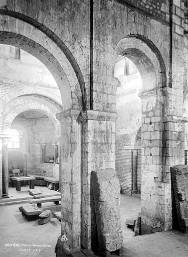 Baptistère Saint-Jean Près du grand escalier, Durand, Eugène (photographe),