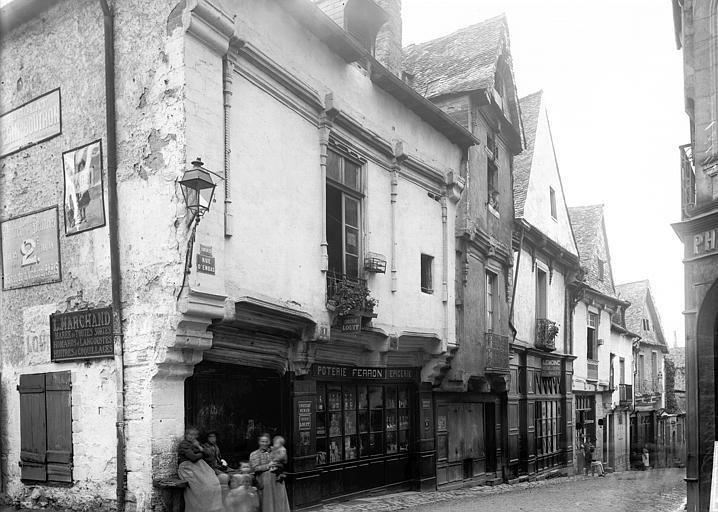Maisons Façades: vue perspective, Enlart, Camille (historien),