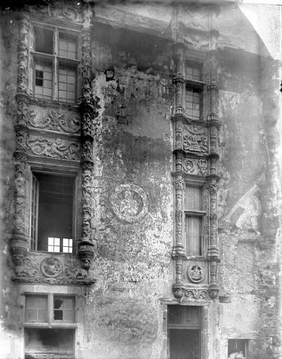 Château Fenêtres, Enlart, Camille (historien),