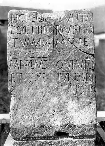 Eglise abbatiale Saint-Philbert Crypte, inscription, Mieusement, Médéric (photographe),