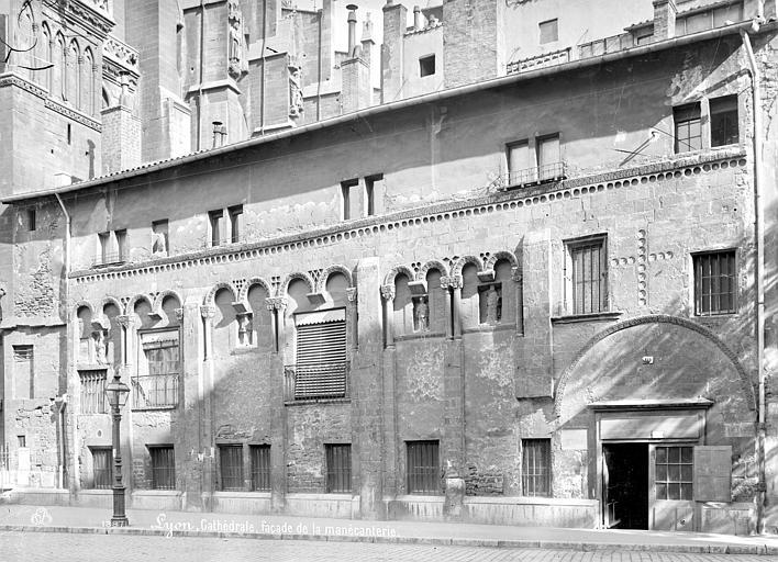 Cathédrale Saint-Jean Manécanterie : Vue d'ensemble de la façade, Mieusement, Médéric (photographe),
