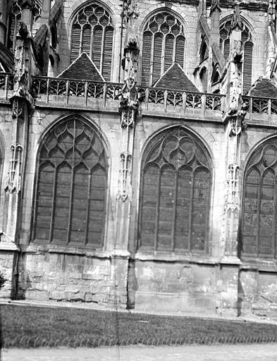 Eglise Saint-Etienne Abside : fenêtre, Chaine, Henri (architecte),