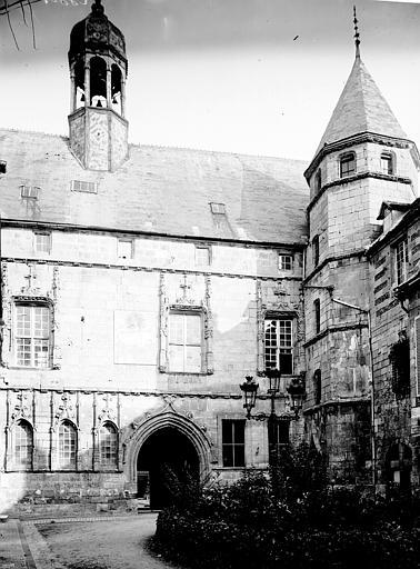 Hôtel de ville Façade sur cour, Enlart, Camille (historien),
