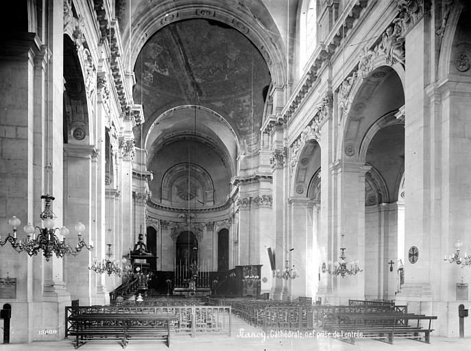 Cathédrale de l'Annonciation-de-la-Vierge Vue intérieure de la nef, vers le choeur, Mieusement, Médéric (photographe),