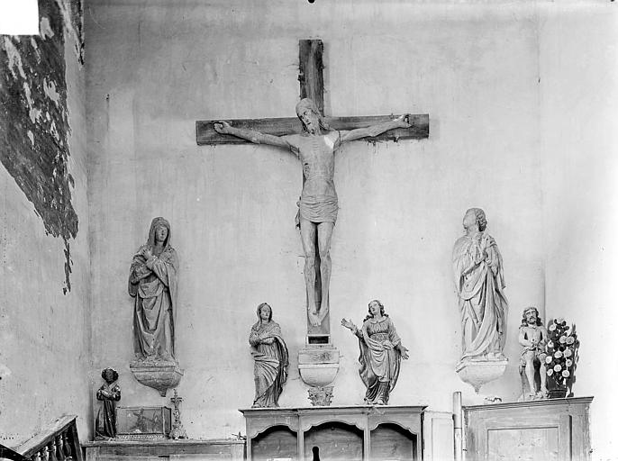 Eglise Notre-Dame de Mouthier-le-Vieillard Statues en bois : Le Christ en croix entre la Vierge et saint Jean, Gossin (photographe),