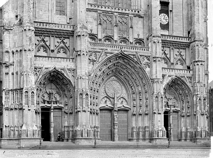 Cathédrale Saint-Pierre Façade ouest : partie inférieure et portails, de face, Mieusement, Médéric (photographe),