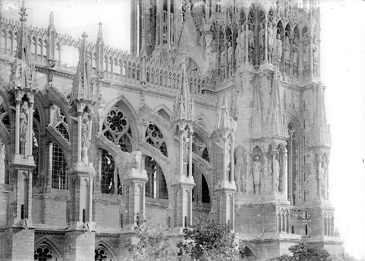 Cathédrale Façade nord : travées de la nef, côté ouest, Sainsaulieu, Max (photographe),