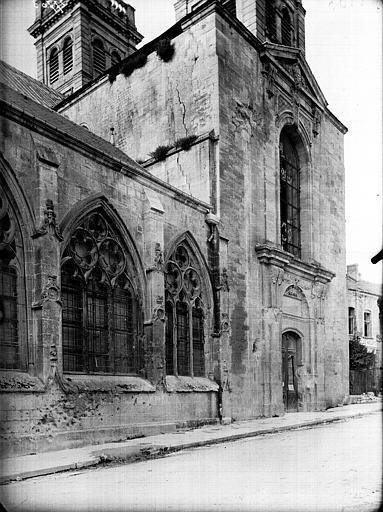 Cathédrale Notre-Dame de l'Assomption Fenêtre et portail latéral, Service photographique,