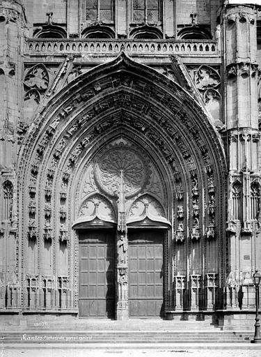 Cathédrale Saint-Pierre Portail central de la façade ouest, Mieusement, Médéric (photographe),