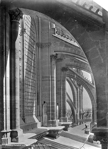 Cathédrale Notre-Dame Abside : Arcs-boutants et couverture du déambulatoire, vue axiale vers l'est, Mieusement, Médéric (photographe),