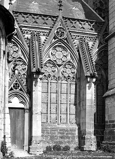Chapelle de la Vierge dite Sainte-Chapelle Porte fenêtre, passage, Mieusement, Médéric (photographe),
