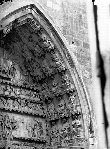 Cathédrale Notre-Dame Portail nord, porte de la Résurrection, voussure à droite, Lajoie, Abel,