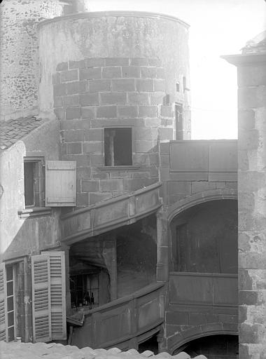 Maison du Notaire, dite aussi maison Desplats ou maison du Lys ou hôtel de Loignat Cour intérieure prise du toit : Tourelle d'escalier (partie supérieure), Jarron (photographe),