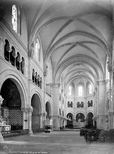 Cathédrale Notre-Dame Vue intérieure de la nef, vers le choeur, Mieusement, Médéric (photographe),
