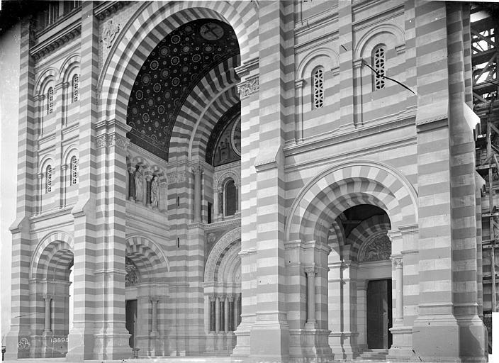 Cathédrale Sainte-Marie-Majeure Façade sud : partie inférieure, Mieusement, Médéric (photographe),