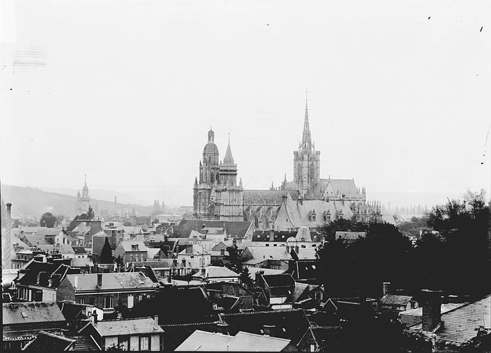 Cathédrale Notre-Dame Ensemble sud en arrière-plan des maisons, Enlart, Camille (historien),