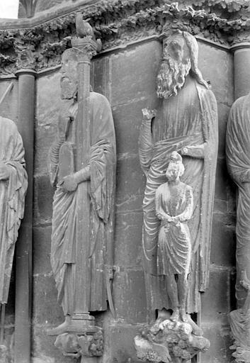 Cathédrale Notre-Dame Portail sud de la façade ouest. Ebrasement droit : Statues de Moïse et d'Abraham, Sainsaulieu, Max (photographe),