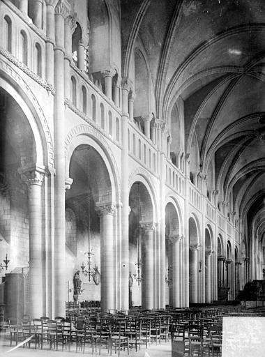 Abbaye aux Dames (ancienne), Eglise Sainte-Trinité Vue intérieure de la nef, côté nord : grandes arcades, Heuzé, Henri (photographe),