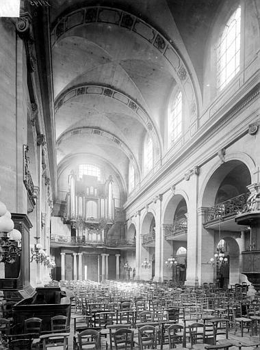 Eglise Notre-Dame ou de la Gloriette Vue intérieure de la nef, vers l'entrée, Heuzé, Henri (photographe),