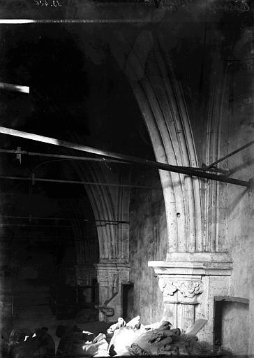 Eglise Saint-Paul Chapiteaux et arcs, Enlart, Camille (historien),