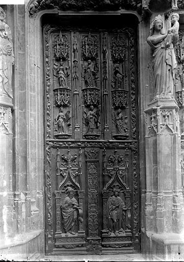 Cathédrale Saint-Sauveur Portail: vantail gauche, Enlart, Camille (historien),