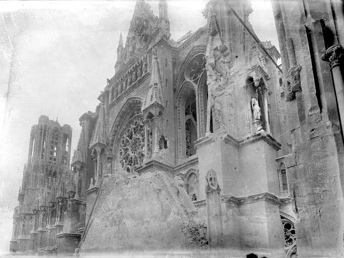 Cathédrale Notre-Dame Façade sud : partie supérieure du transept et pignon de la la salle des Rois de l'archevêché, Sainsaulieu, Max (photographe),