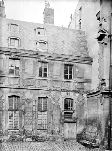 Domaine national, château Bâtiment Louis XIII dans la cour des Princes : Trois travées, Durand, Jean-Eugène (photographe),
