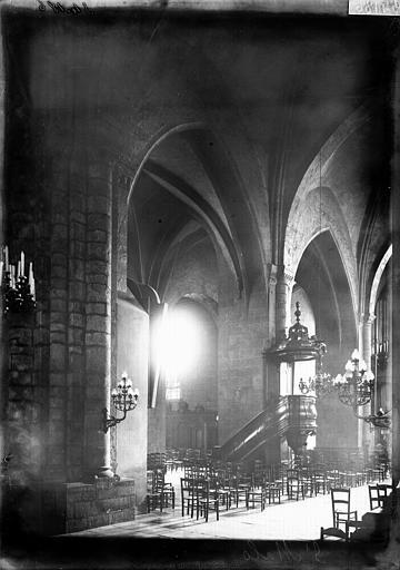 Eglise Vue diagonale de la nef  ;  Chaire, Enlart, Camille (historien),