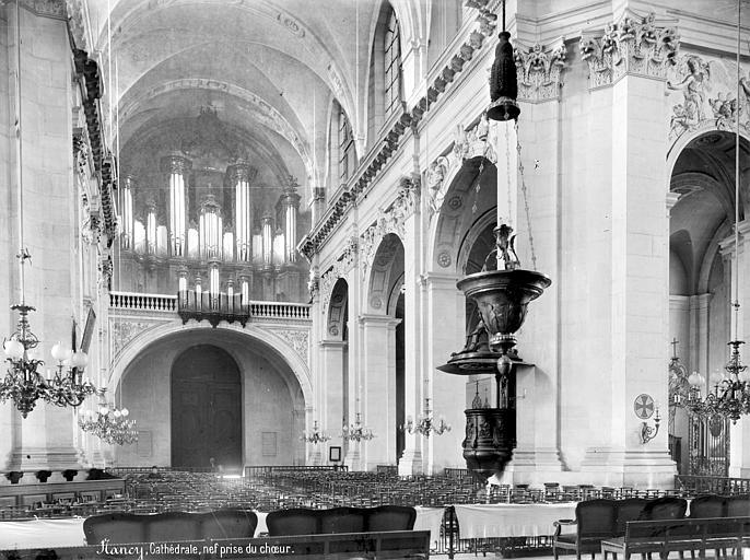 Cathédrale de l'Annonciation-de-la-Vierge Vue intérieure de la nef, vers l'entrée, Mieusement, Médéric (photographe),