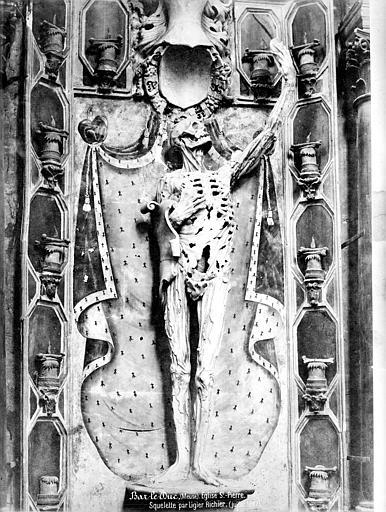 Eglise Saint-Pierre Monument funéraire, détail : squelette, Mieusement, Médéric (photographe),