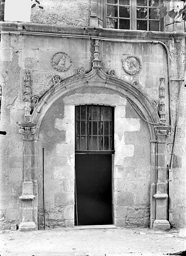 Doyenné Saint-Hilaire Porte donnant sur le jardin, Gossin (photographe),