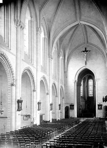 Eglise de la Trinité Nef, vue de l'entrée, Carlier (photographe),