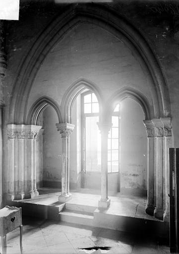 Abbaye Saint-Remi (ancienne) ; Hôtel-Dieu (ancien) Ancien cloître : travée d'arcatures, Sainsaulieu, Max (photographe),