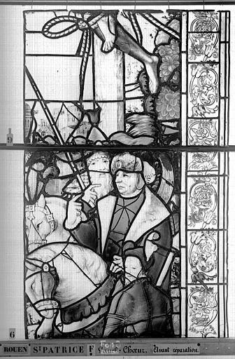 Eglise Saint-Patrice Vitrail, fenêtre au fond du choeur, la Crucifixion, lancette de droite, quatrième panneau, Heuzé, Henri (photographe),